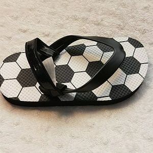 1ac81746a The Children's Place Shoes - NWOT Boys Toddler Soccer Flip Flop - Black ...